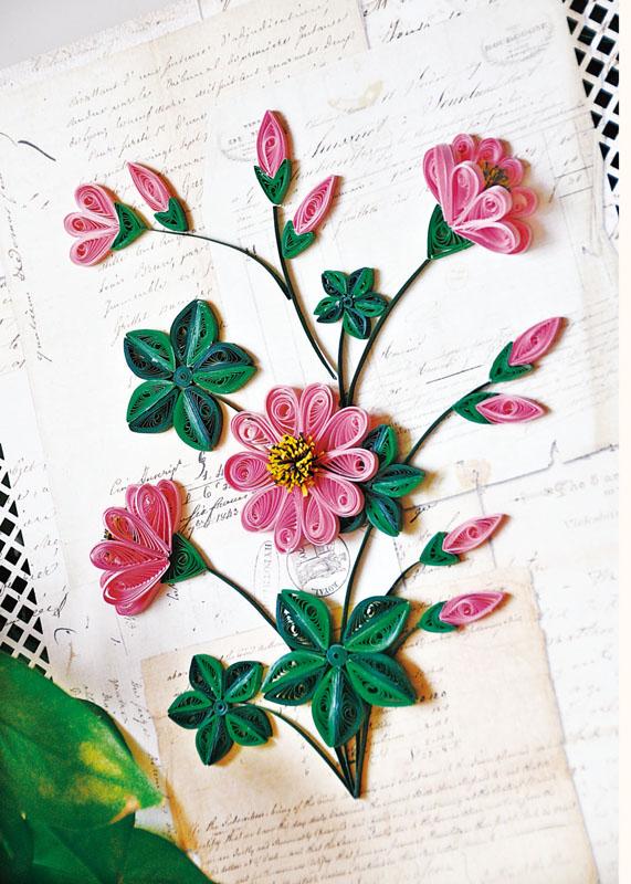 同时,书中按照衍纸作品的类型将作品部分分为:书签,贺卡,花卉盆栽